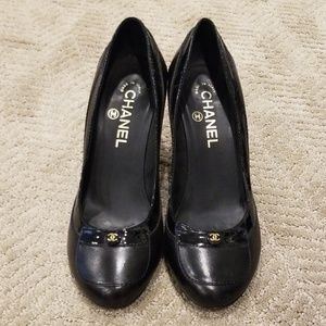 Chanel black leather pumps- Size 38